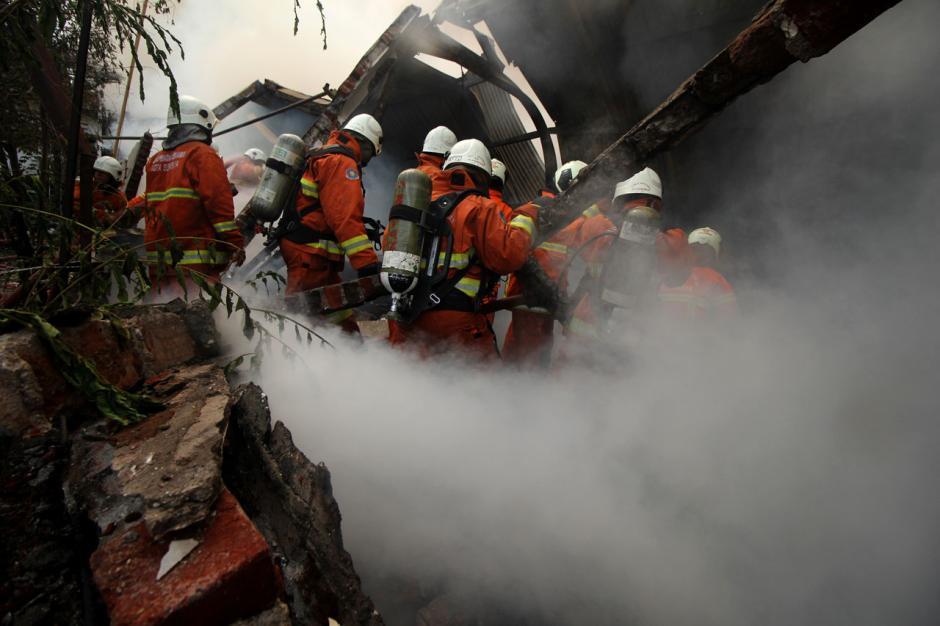 Gudang Mebel di Surabaya Hangus Terbakar-1