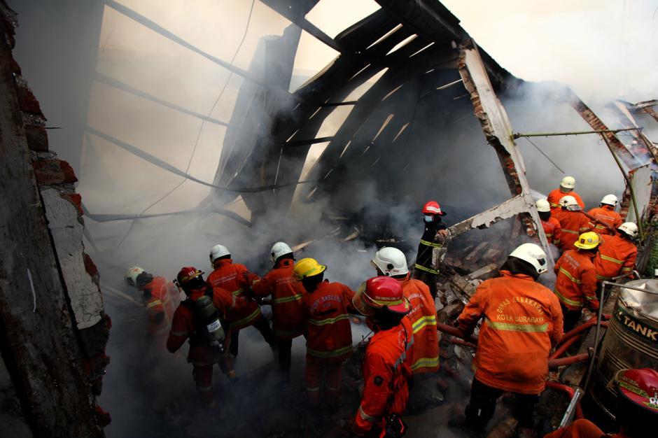 Gudang Mebel di Surabaya Hangus Terbakar-0