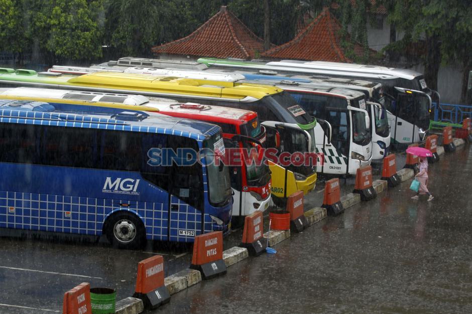Jelang Libur Panjang, Belum Ada Lonjakan Penumpang di Terminal Kampung Rambutan-6