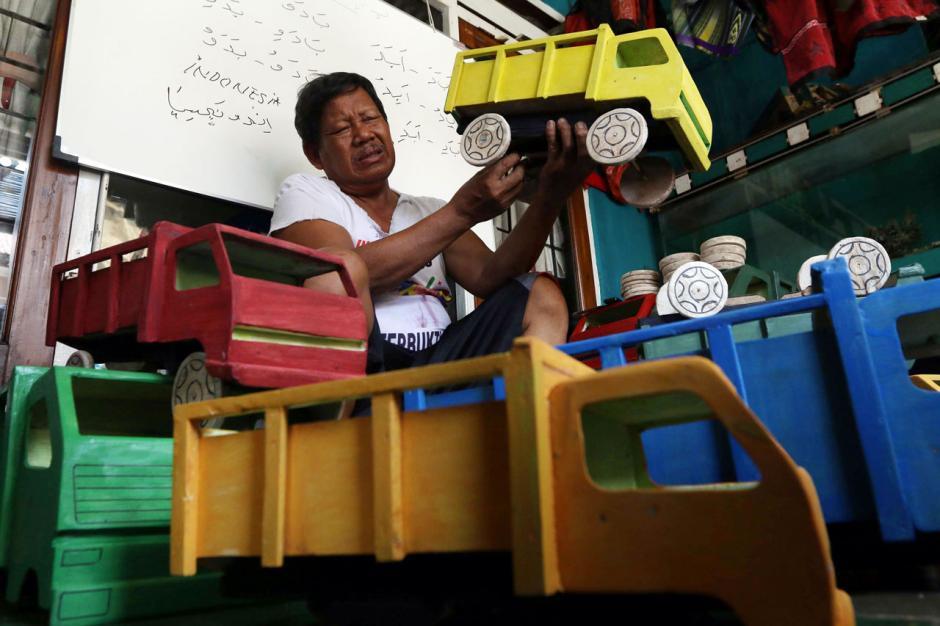Perajin Mobil Mainan Bertahan di Tengah Pandemi-3