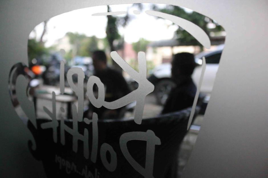 Kedai Kopi Terapkan Protokol Kesehatan di Masa PSBB Transisi-3