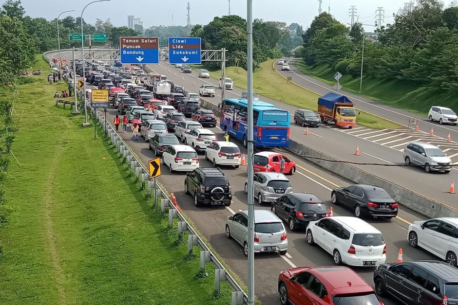 Pandemi Covid-19 Tak Surutkan Animo Warga Berlibur ke Puncak Bogor-0