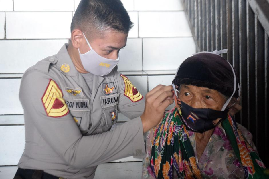 Taruna Akpol Gelar Baksos di Pasar dan Panti Asuhan Semarang-0