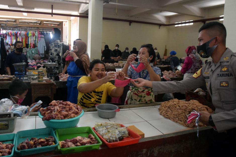 Taruna Akpol Gelar Baksos di Pasar dan Panti Asuhan Semarang-2