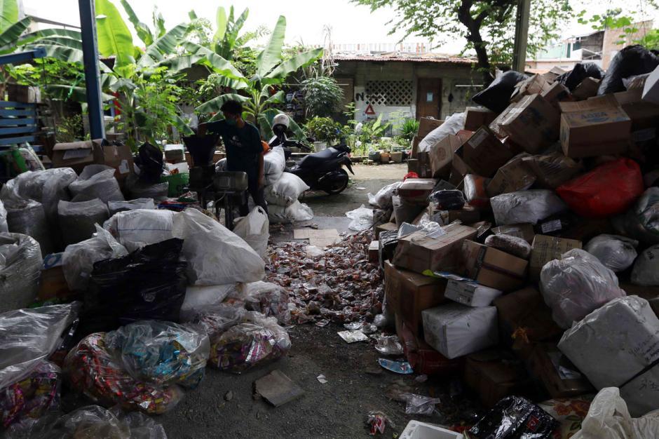 Melihat Produksi Paving Block Berbahan Sampah Plastik-7