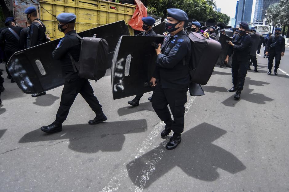 Personel Sat Brimob Polri Bersiap Amankan Aksi Unjuk Rasa di Kedubes Prancis-2