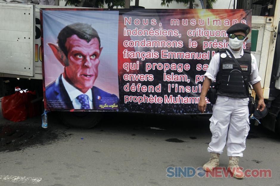 Aksi Bela Nabi Muhammad SAW, Ribuan Umat Islam Kecam Pernyataan Presiden Macron di Kedubes Perancis-4