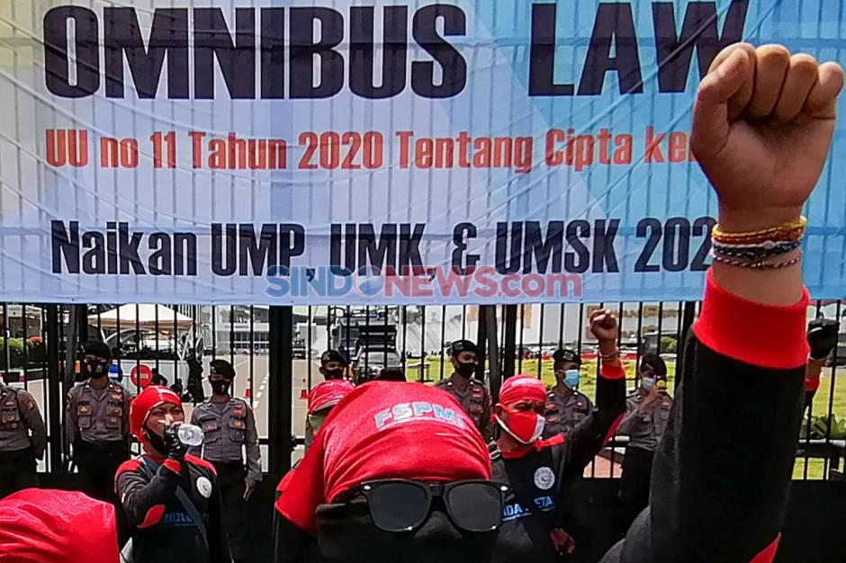 Kepung DPR, Buruh Kembali Gelar Aksi Tolak UU Cipta Kerja-0