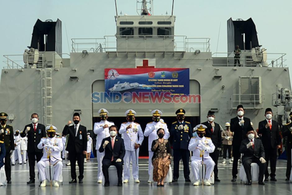 Puan Pimpin Tabur Bunga di Atas KRI di Teluk Jakarta-3