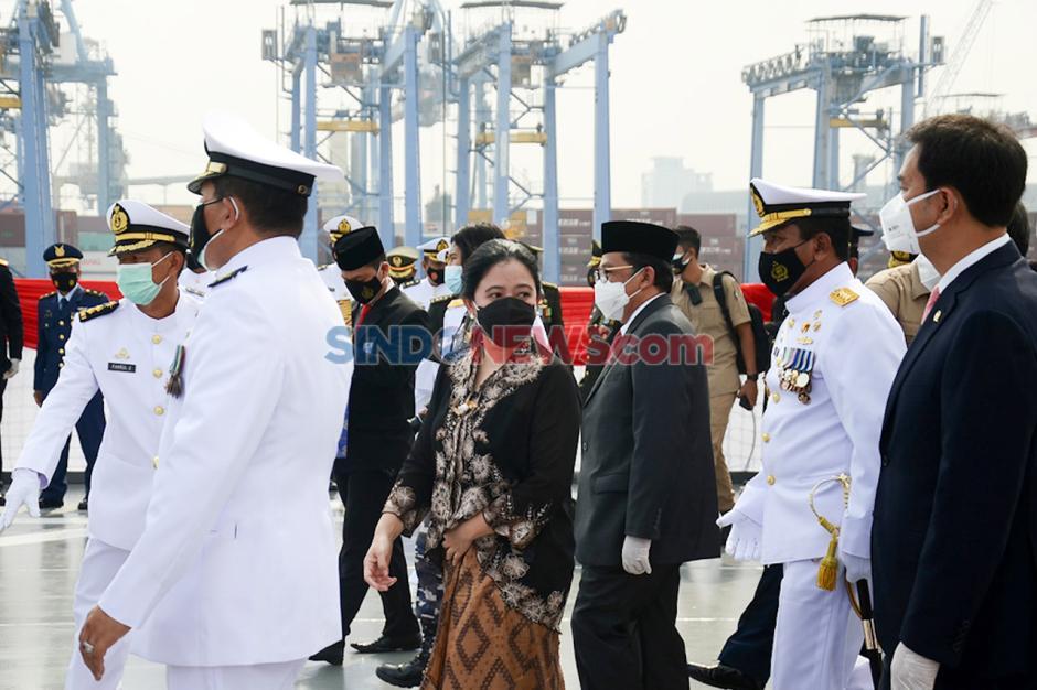 Puan Pimpin Tabur Bunga di Atas KRI di Teluk Jakarta-2
