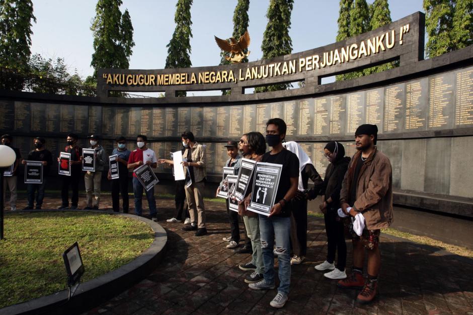 Mahasiswa Semarang Gelar Aksi Damai di Taman Makam Pahlawan-0