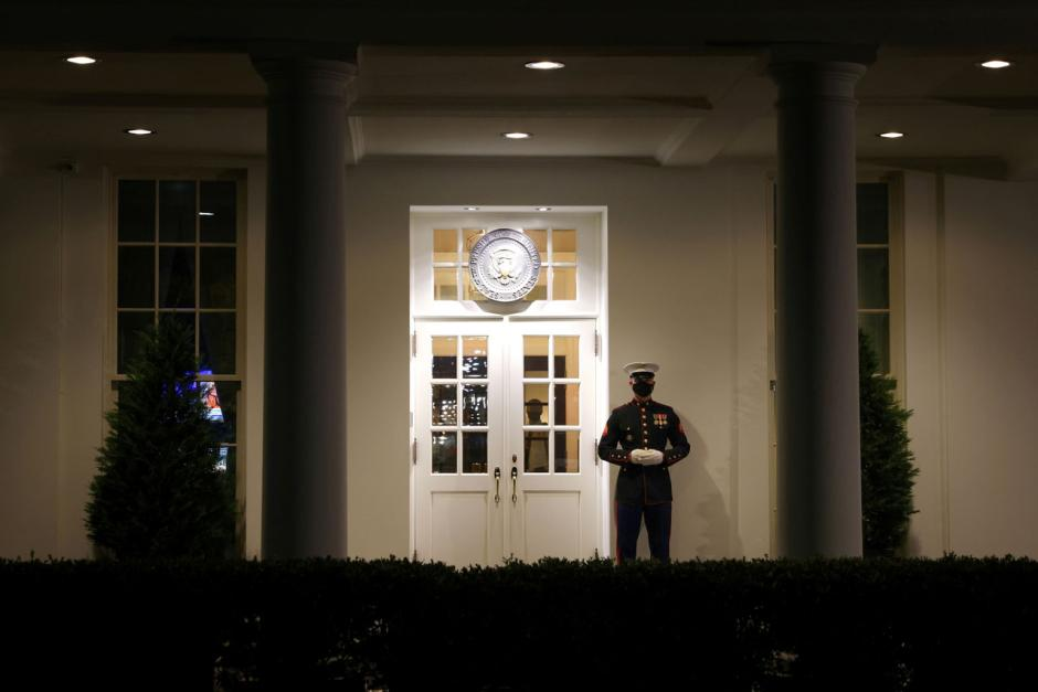 Kesibukan Masa Transisi Mulai Tampak di Gedung Putih-3