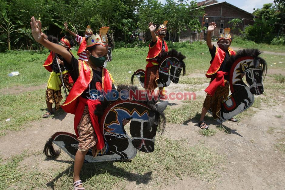 Pandemi Covid-19 Tak Menyurutkan Semangat Anak-Anak untuk Berlatih Jathilan di Kampung Jawi Semarang-4