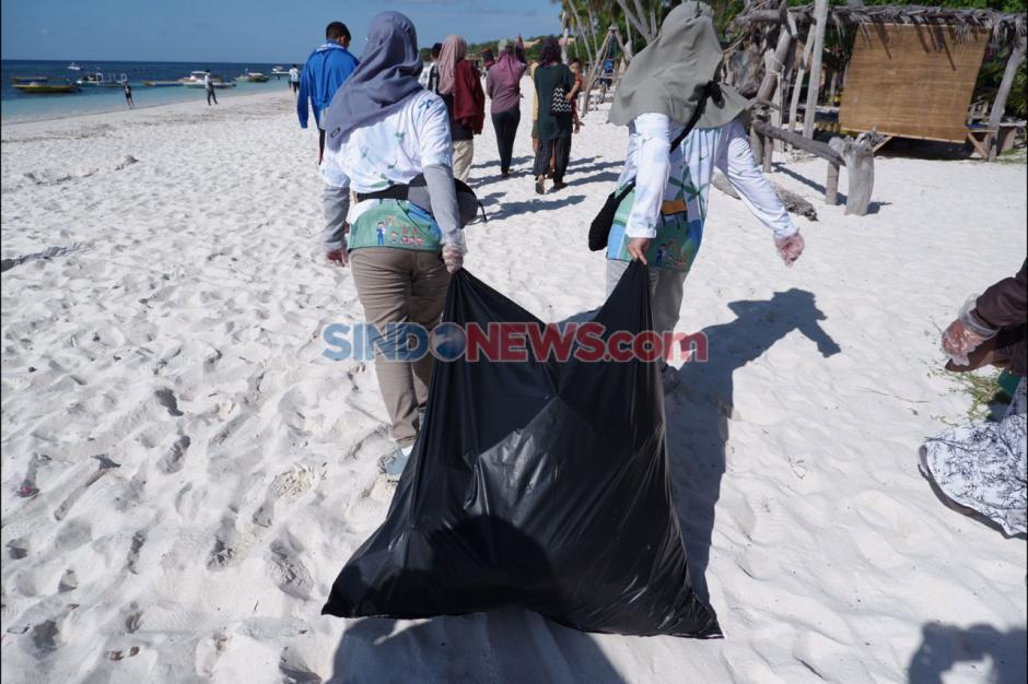 Bersama Jurnalis, Pertamina MOR VII Gelar Aksi Bersih-Bersih di Pantai Bara-3