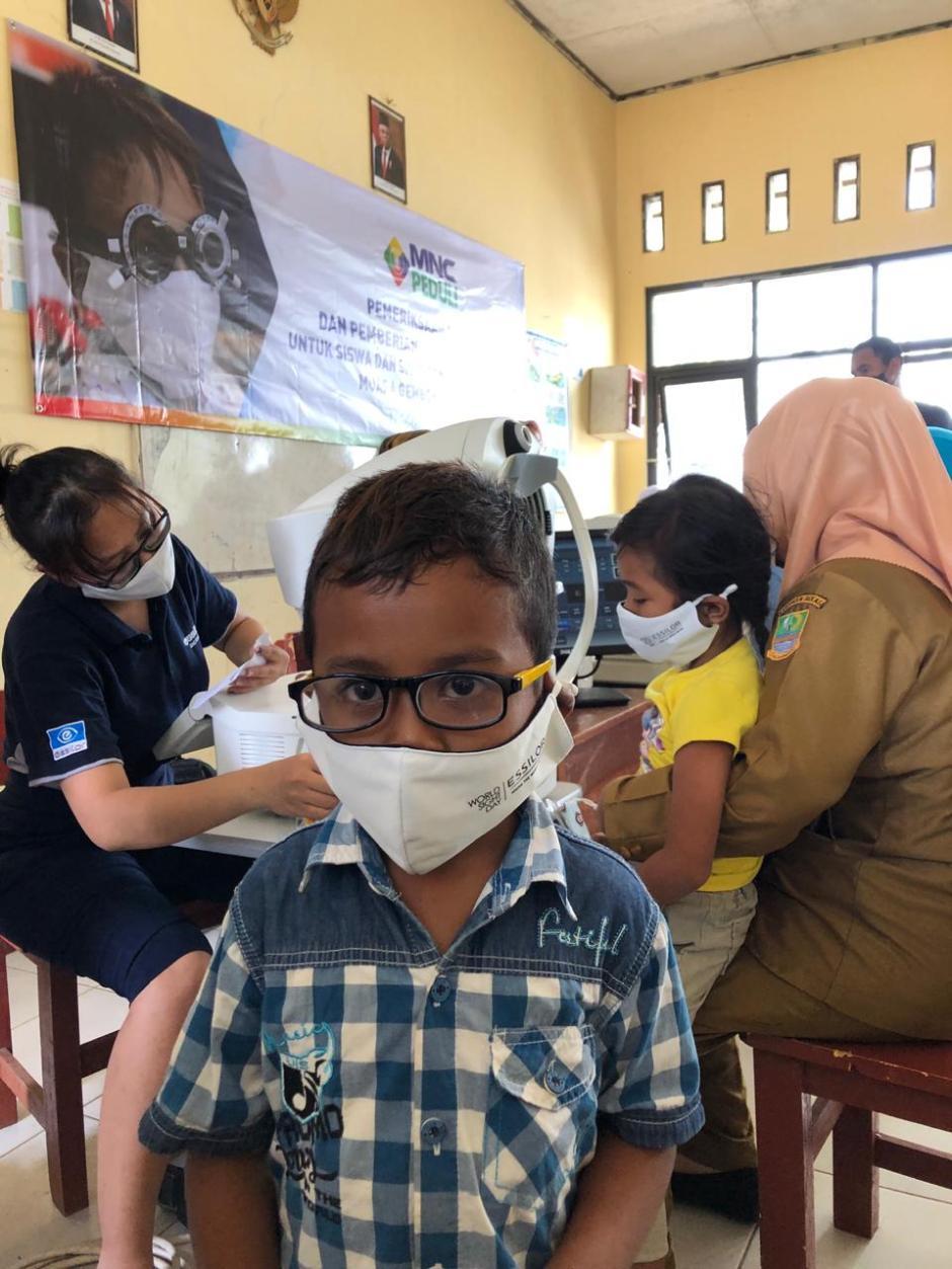 Hari Pelajar Sedunia, MNC Peduli dan Essilor gelar Pemeriksaan Mata dan Pemberian Kacamata Gratis-1