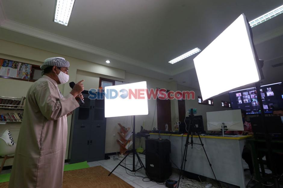 Terapkan Prokes, Sekolah Kreatif SD Muhammadiyah 16 Surabaya Rayakan Milad Muhammadiyah Secara Virtual-5