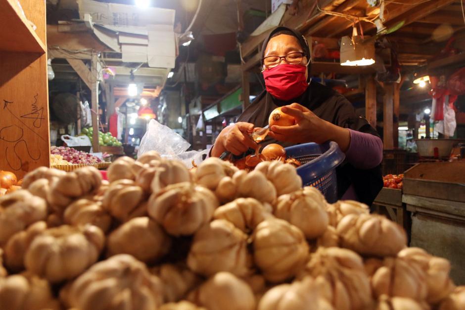 Terdampak Pandemi Covid-19, Omzet Pedagang Pasar Tradisional Turun Hingga 70 Persen-2