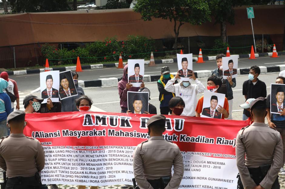 Aktivis AMUK Riau Desak KPK Tangkap Eks Ketua DPRD Riau Indra Gunawan Eet-3