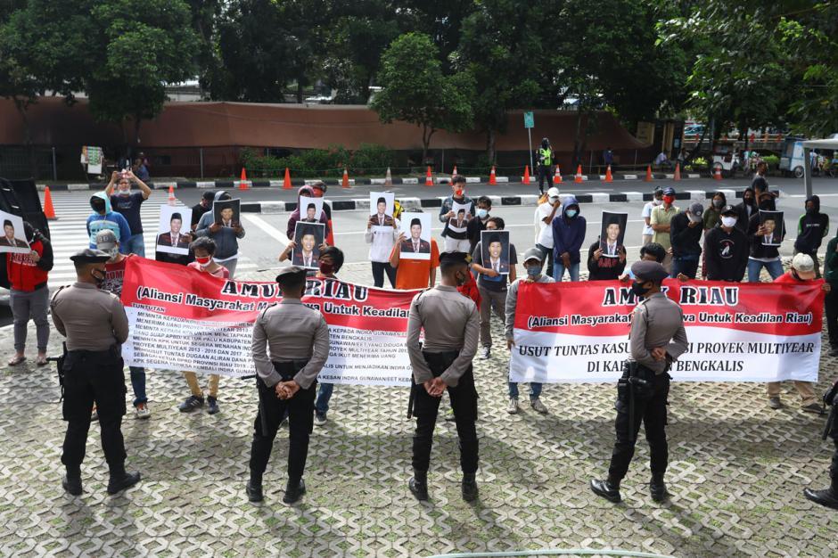 Aktivis AMUK Riau Desak KPK Tangkap Eks Ketua DPRD Riau Indra Gunawan Eet-0