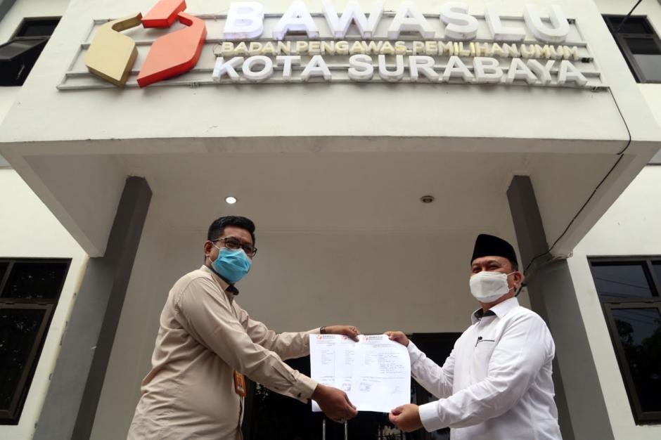 Gus Amik Laporkan Dugaan Pelanggaran Pilkada Surabaya ke Bawaslu-4