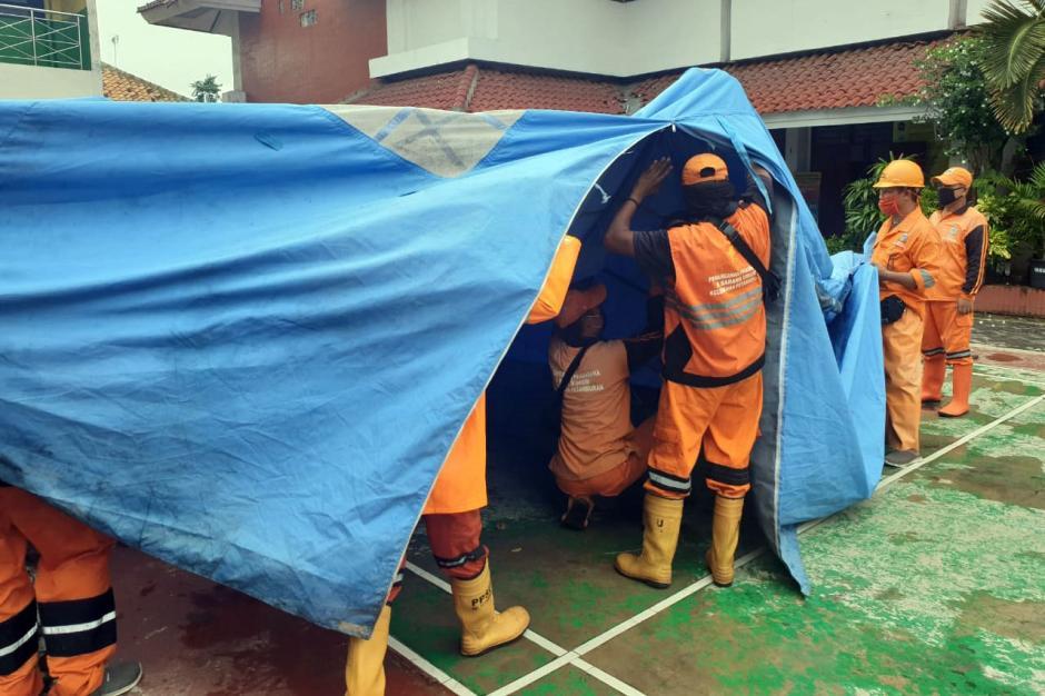 Polda Metro Jaya Gelar Rapid dan Swab Test di Petamburan-1