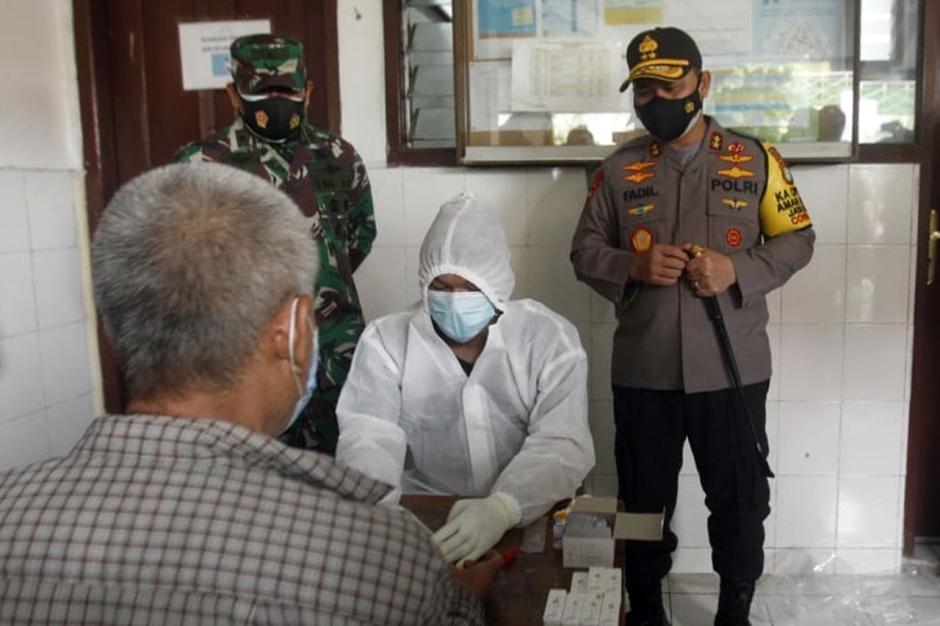 Kapolda Metro Jaya Tinjau Pelaksanaan Rapid Test di Petamburan-2