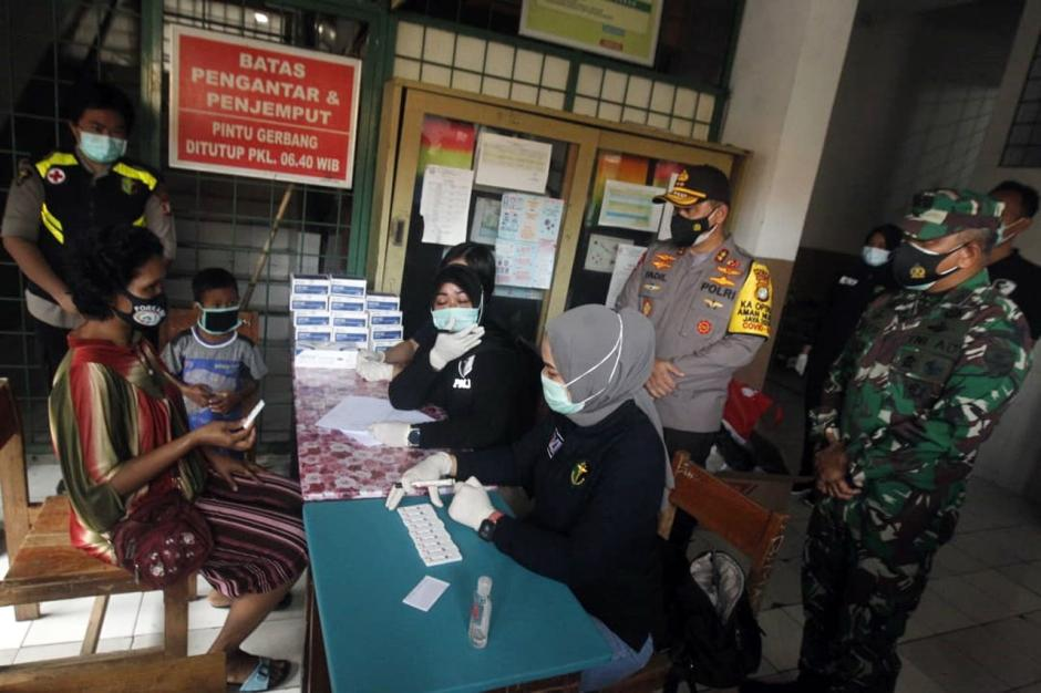Kapolda Metro Jaya Tinjau Pelaksanaan Rapid Test di Petamburan-1