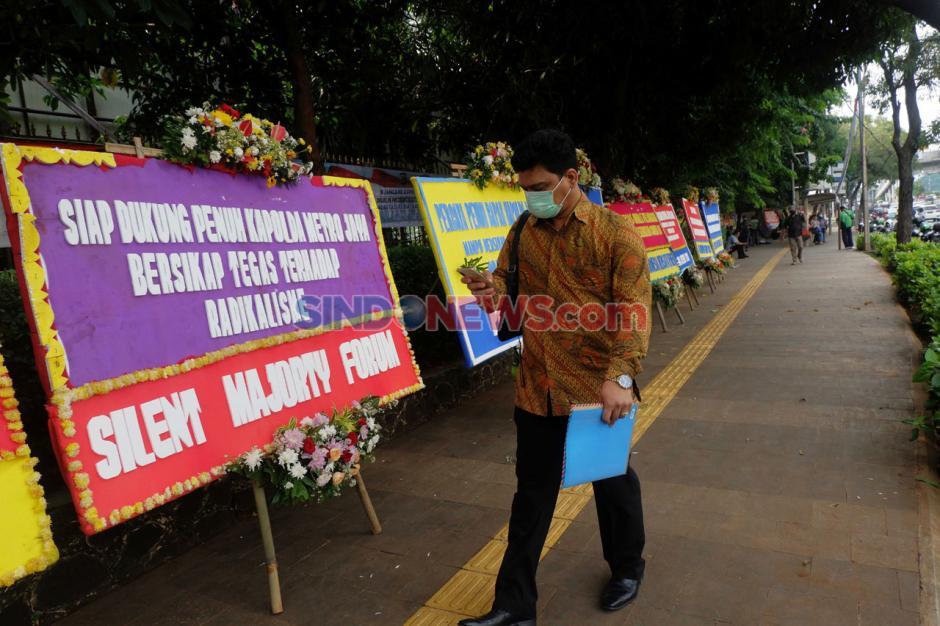 Dukung Tindak Pelanggar Covid-19, Karangan Bunga Juga Banjiri Polda Metro Jaya-0