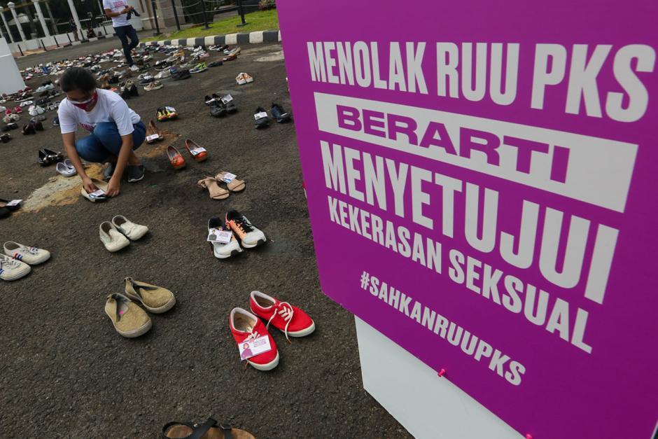 Letakkan 500 Pasang Sepatu, Aktivis Desak Pengesahan RUU Penghapusan Kekerasan Seksual-6