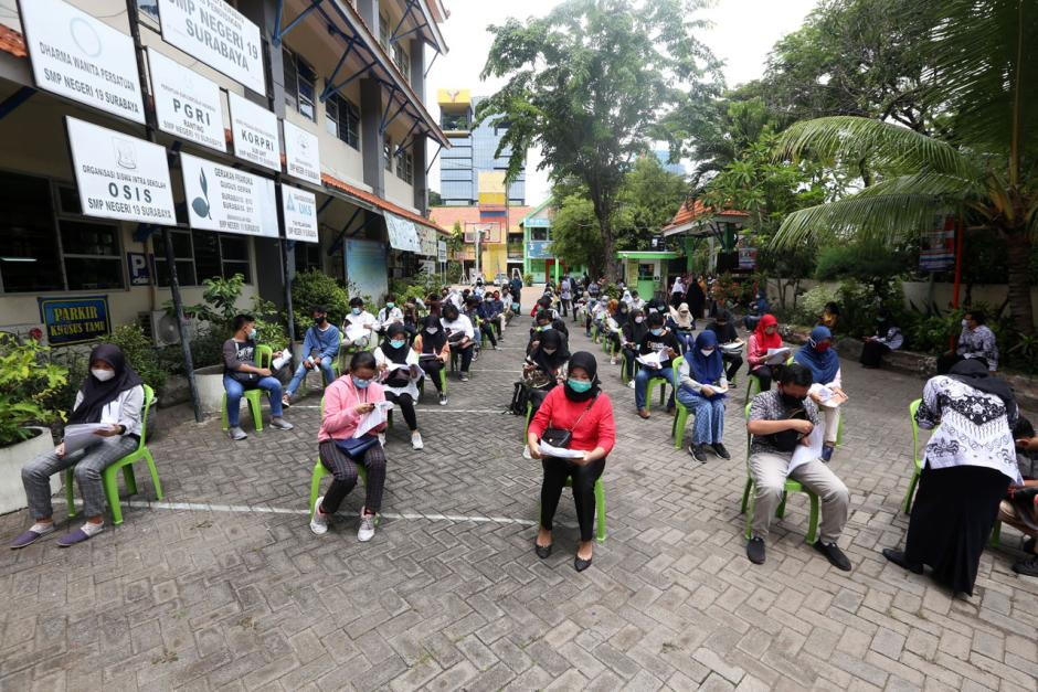 Persiapan Pembelajaran Tatap Muka, Ribuan Pelajar SMP di Surabaya Jalani Tes Swab-6