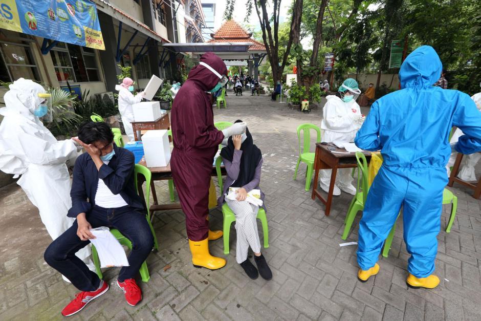 Persiapan Pembelajaran Tatap Muka, Ribuan Pelajar SMP di Surabaya Jalani Tes Swab-3