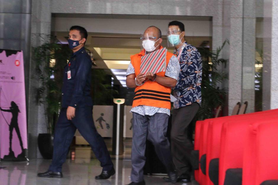 KPK Lanjutkan Pemeriksaan Kepala BPPD Labuhanbatu Utara Agusman Sinaga-4