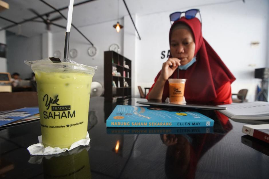 Nongkrong di 1 Lot Coffee Makassar, Ngopi Sambil Belajar Main Saham-1