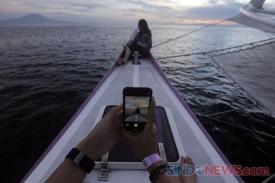 Keseruan Sunrise Hangouts dari atas Bali Aneecha Sailing Catamaran-2
