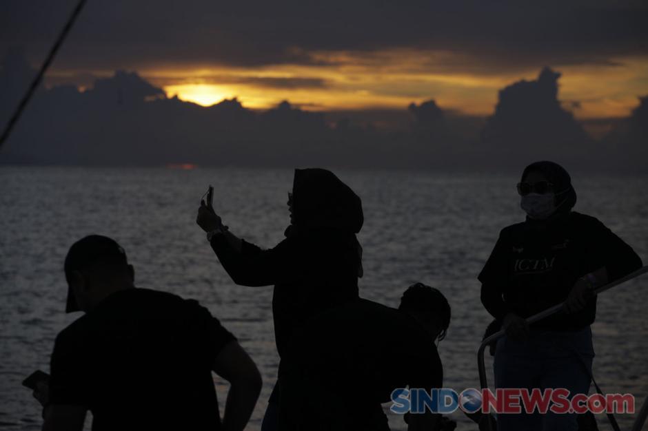 Keseruan Sunrise Hangouts dari atas Bali Aneecha Sailing Catamaran-0