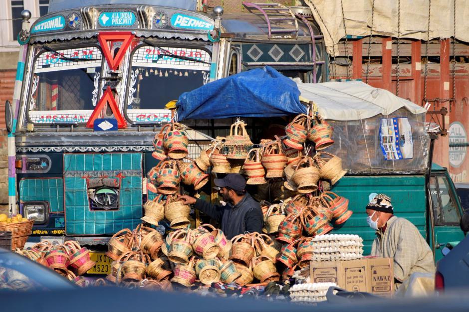 Melihat Proses Pembuatan Kangri, Periuk Api Tradisional Masyarakat Kashmir-7