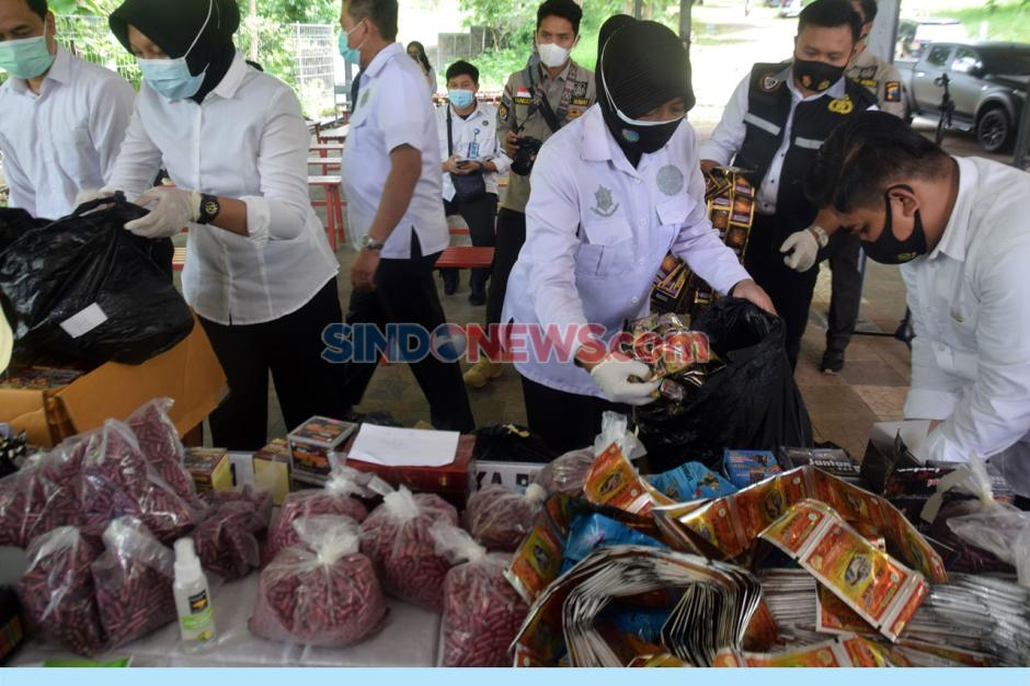 Ditresnarkoba Polda Jateng Musnahkan 23.086 Jamu Tradisional Ilegal di Krematorium Semarang-1