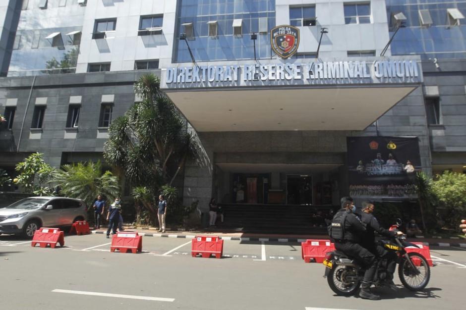 Jelang Pemeriksaan Habib Rizieq, Pengamanan di Polda Metro Jaya Diperketat-4
