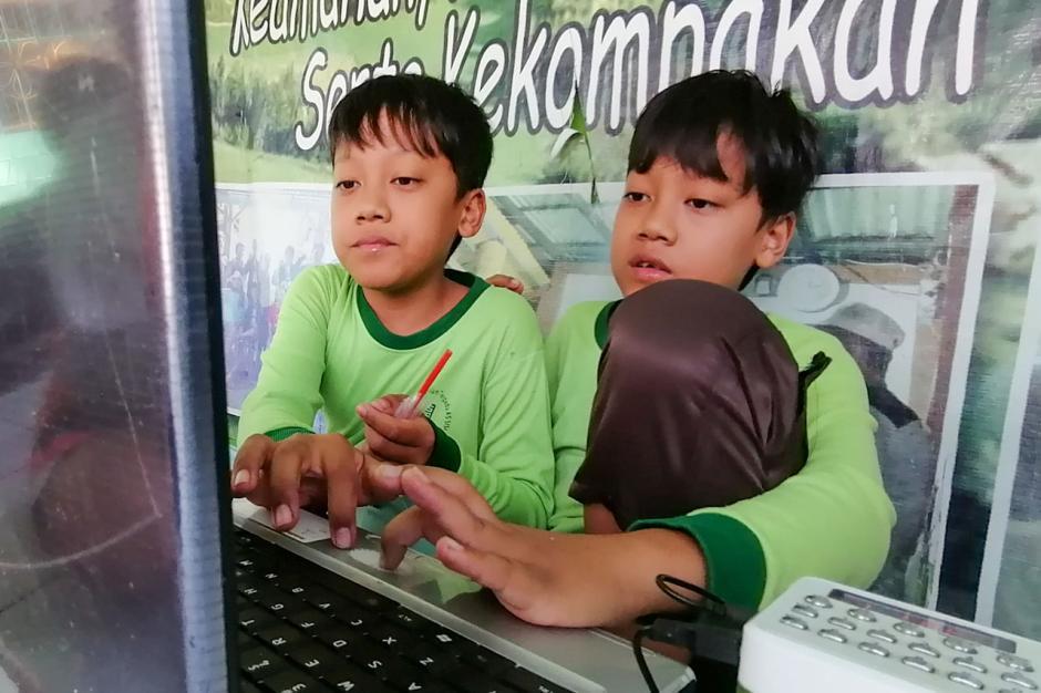 Pemkot Tangerang Berikan Fasilitas Internet Gratis untuk Siswa Melalui RW Net-3
