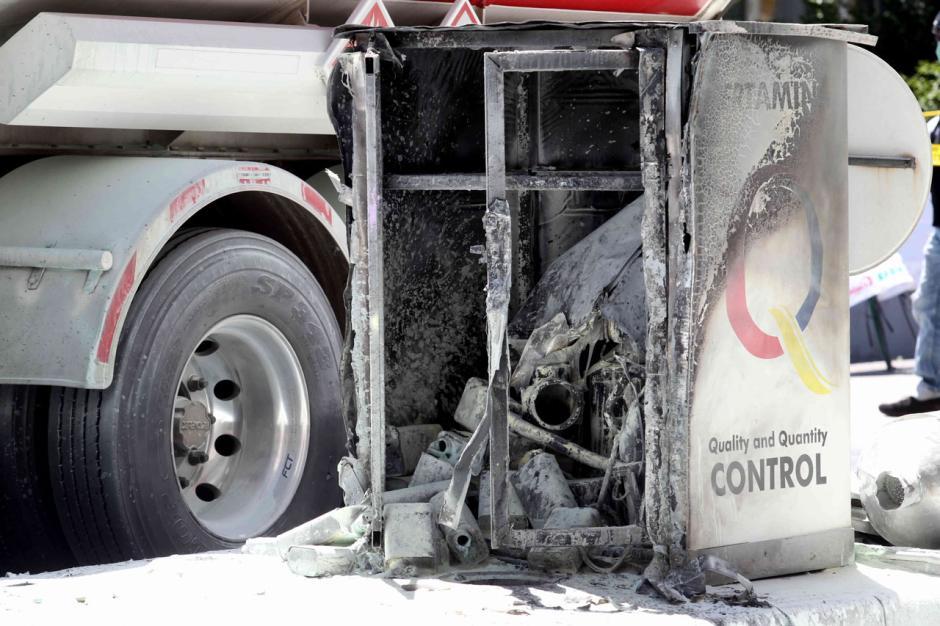 Truk Tangki BBM Terbakar di SPBU MT Haryono-3