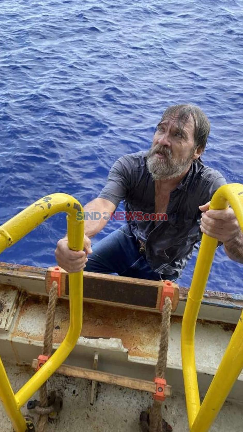 Kapal Tenggelam, Stuart Bee Bergantung Selama Dua Hari di Hidung Kapal-2