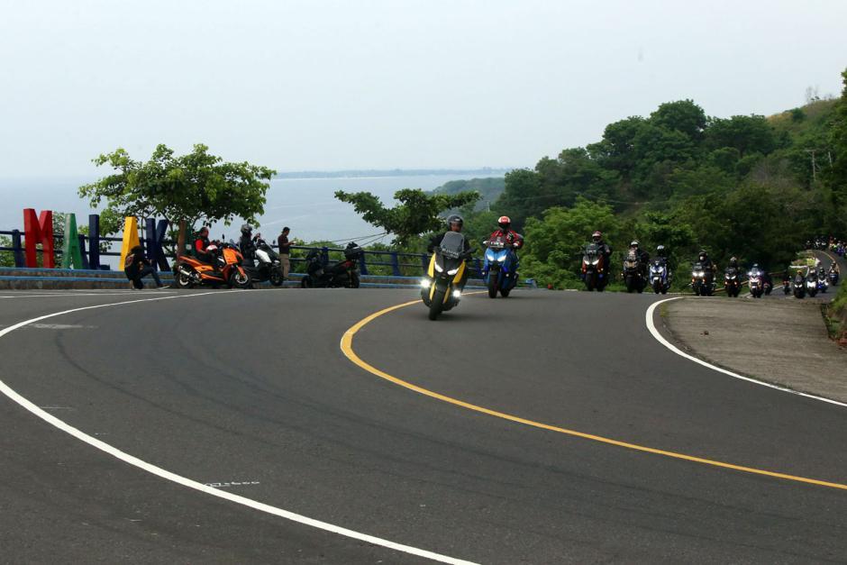 Tiba di Lombok, Mister Aladin Road Trip Protokol CHSE Geber Motor di Pantai Malaka-2