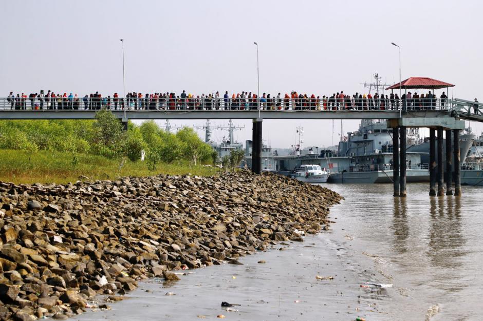 Ratusan Pengungsi Rohingya Dipindahkan ke Pulau Bhasan Char Bangladesh-1