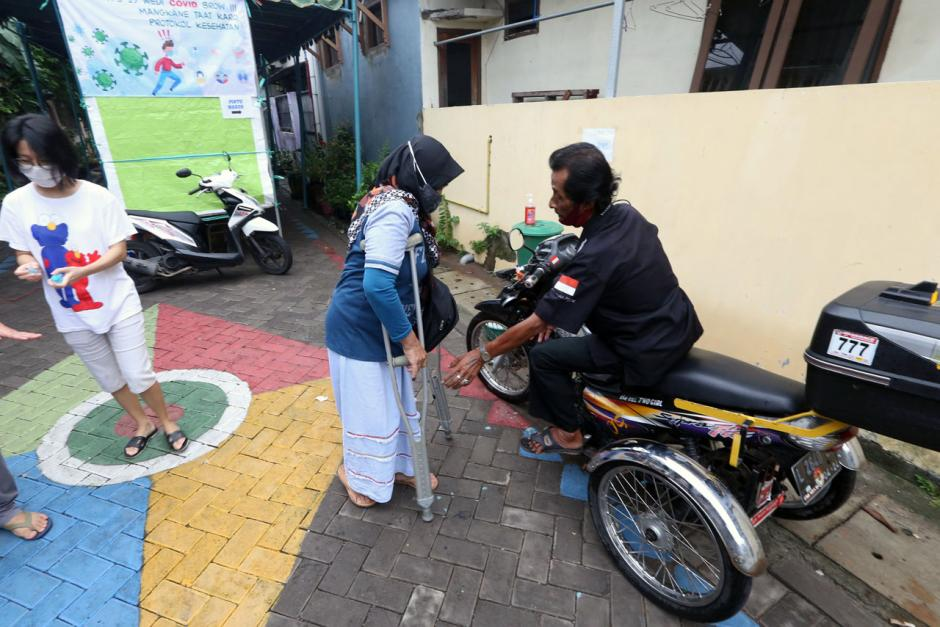 Penyandang Disabilitas Antusias Gunakan Hak Pilih di Pilkada Surabaya-2
