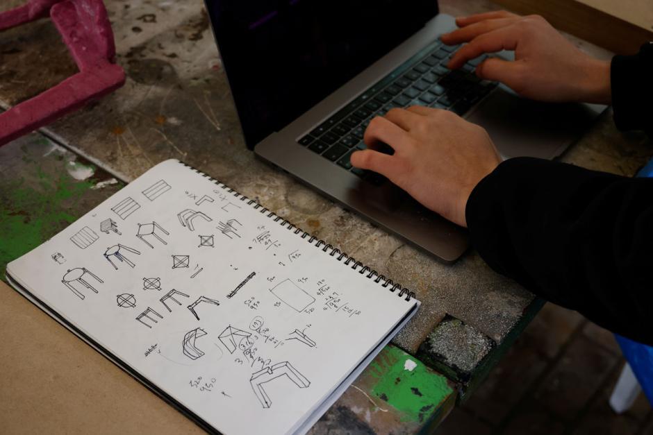 Mahasiswa di Korea Selatan Membuat Kursi Daur Ulang Masker-5