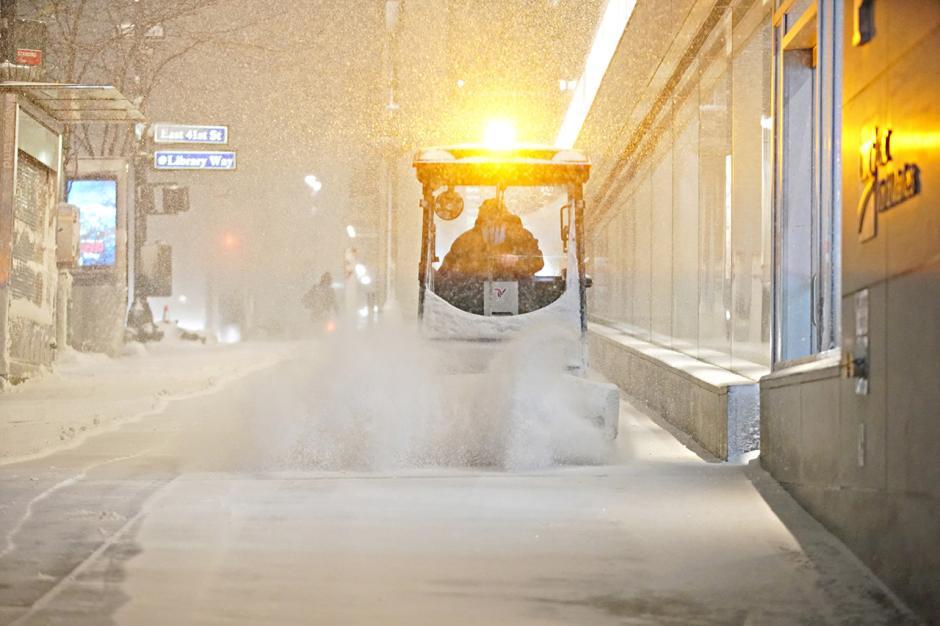 Hujan Salju AS, Warga Diminta Waspada Badai Musim Dingin-1