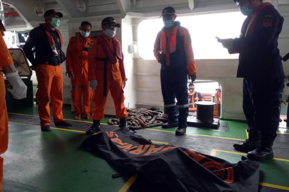 Nelayan Temukan Potongan Tubuh Penumpang Sriwijaya Air SJ182-4