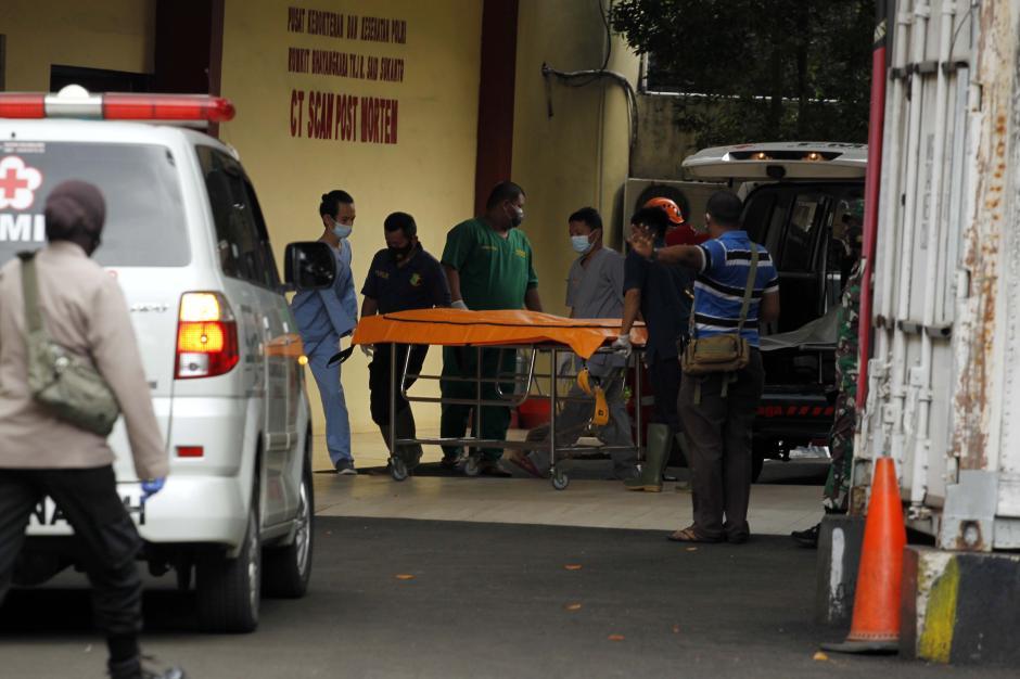 Tiga Kantong Jenazah Korban Kecelakaan Pesawat Sriwijaya Air SJ 182 Tiba di RS Polri-6