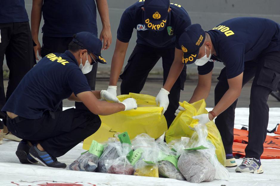 DVI Polri Periksa Baju dan Properti Milik Penumpang Sriwijaya Air SJ182-4
