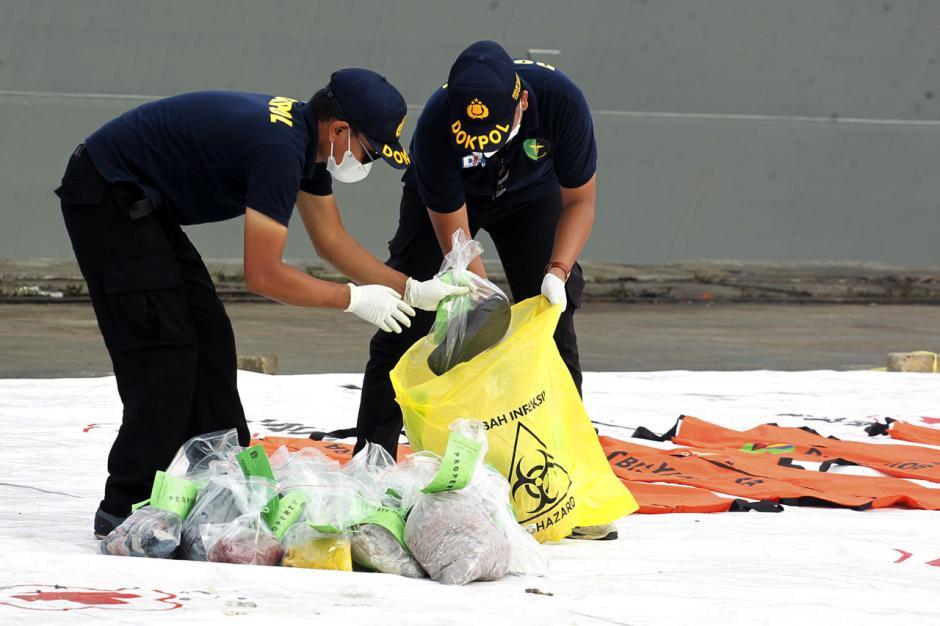 DVI Polri Periksa Baju dan Properti Milik Penumpang Sriwijaya Air SJ182-3
